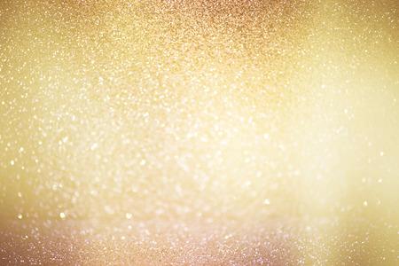 抽象的な多重ライト、輝くホリデー金色の色調、エレガントなクリスマスの背景と背景のボケ味 写真素材