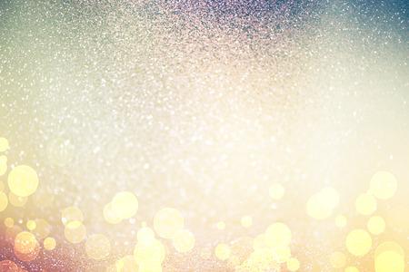 Lumières abstraites Sans mise au point, pétillante fond bokeh de vacances avec des tons d'or, élégant décor de Noël Banque d'images - 49767014