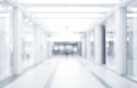 Abstrakt different unscharfen Hintergrund, leere Business Korridor oder Einkaufszentrum. Medizinische und Krankenhausflur defokussiert Hintergrund mit Klinik modernen Labor Standard-Bild - 53132165