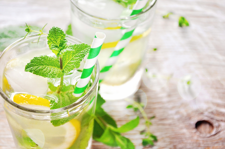ices: Ices mint tea with lemon and ice cubes