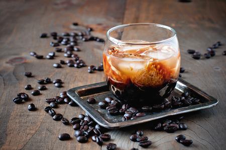 Liqueur with cream in glasses with coffee beans on a wooden background, alcoholic Mexican drink, selective focus, toned image Stockfoto