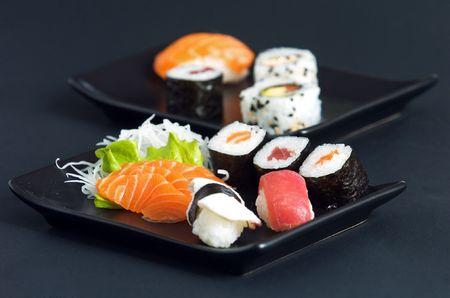 Japanese sushi on black plate Stockfoto