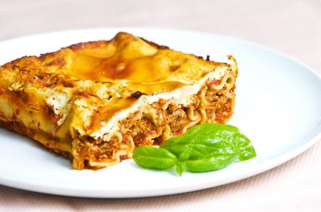 cannelloni with tomato sauce and basil