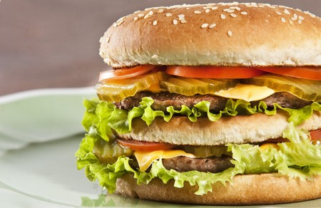Cheeseburger with lettuce tomato and ketchup Stockfoto