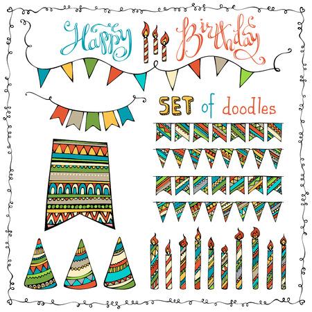 compleanno: Set Buon Compleanno. Insieme di vettore di scarabocchi ghirlande di festa, candele e cappelli di partito isolato su sfondo bianco. Vettoriali