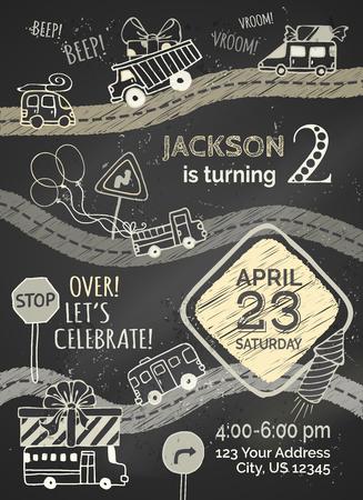 felicitaciones: Vector tiza plantilla de invitación de cumpleaños en el fondo pizarra. Garabatos de coches y señales de tráfico, globos y explosiones, guirnaldas y dulces, regalos y fuegos artificiales dibujados a mano.