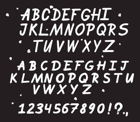 Handgezeichnete Schrift. Gemalte Vektorzeichen: Klein- und Großbuchstaben.