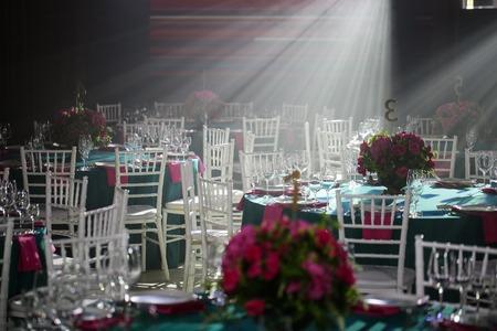 Un salón de banquetes u otro centro de función para comer bien. Foto de archivo
