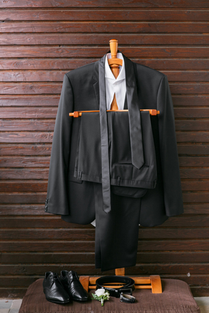 discreto: Collection of fashionable business clothes for men. The discreet black suit tie, shirt, leather shoes.