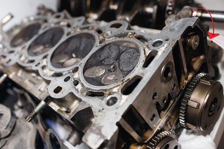 Engine valve car maintenance. A deposit on a piston, a large run a long service life Stockfoto
