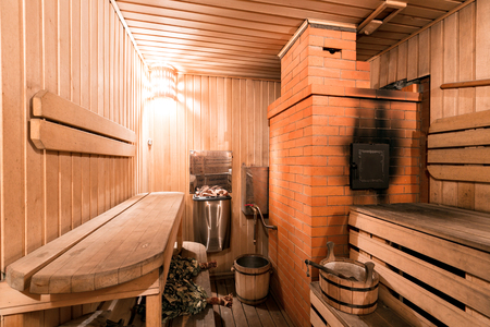 Empty wooden sauna room with ladle, bucket ready to be used Stockfoto