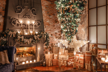 alternative tree upside down on the ceiling. Winter home decor. Christmas in loft interior against brick wall. Stockfoto