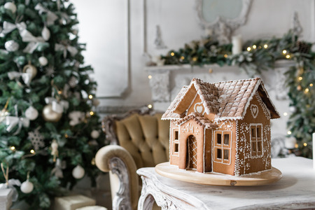 gingerbread house in living room. Christmas morning. Wonderful holiday mood Archivio Fotografico