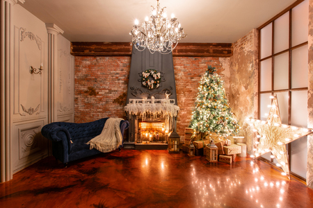 Winter home decor. Christmas in loft interior against brick wall. gifts under the tree Stockfoto