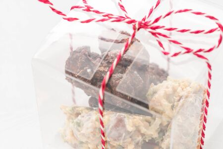 Rocks with chocolate and nuts. Christmas theme. Healthy sweet dessert snack. Granola bar with nuts, fruit, chocolate and berries. Imagens - 124897437