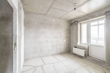 Empty interior for design, gray concrete wall. Empty room. Space for text and picture. Concrete walls, slabs, interior of a new residential building. Partitions in a new apartment. Imagens