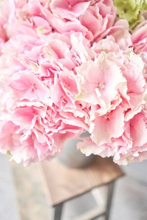 Beautiful pink hydrangea flowers in a vase on a table . Bouquet of light pink flower. Decoration of home. Wallpaper and background. Standard-Bild - 149889605