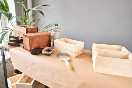 A set of blanks of wooden boxes for flower compositions. Small business woodwork workshop. In your work, do you use stains or wood preservatives to show the wood pattern. Standard-Bild