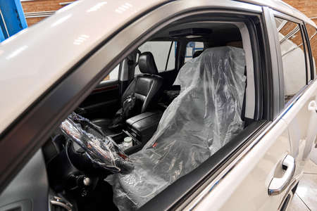 Put on protective covers when taking the car in service. Steering wheel with protective cover on. Car pre-sale