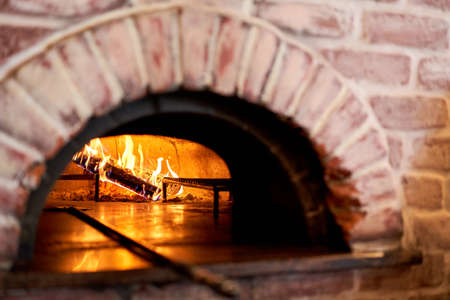 Traditional wood oven in Naples restaurant, Italy. Original neapolitan pizza. Red hot coal. Baked tasty pizza Stockfoto