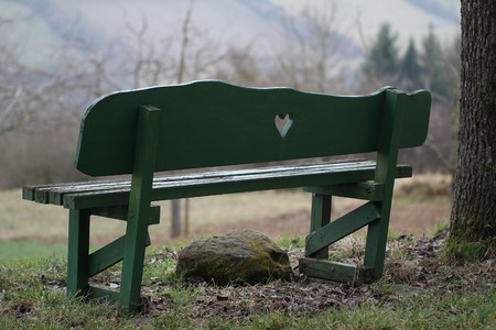 bench alone: Green bench, standing alone in nature