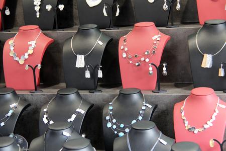 bust: jewelery bust