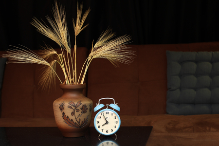 analogous: Alarm clock and a vase with ears