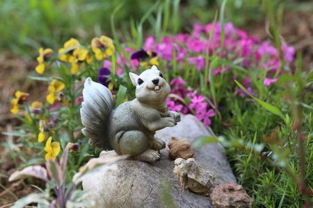 enano: Decoración de jardín en forma de ardillas