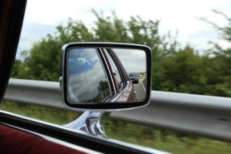 Road in car mirror Lizenzfreie Bilder