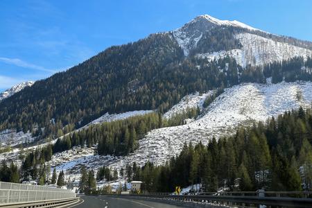 Autobahn in den Alpen (Österreich)