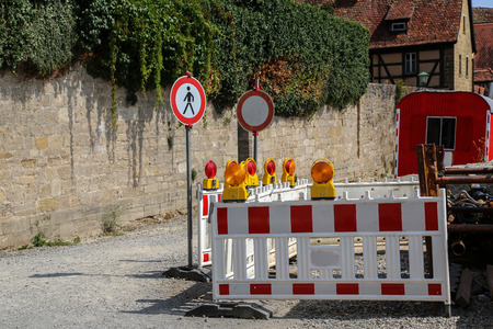 Fenced construction site  Roadblock  Special fences block off traffic during road repairs Banque d'images - 115076813