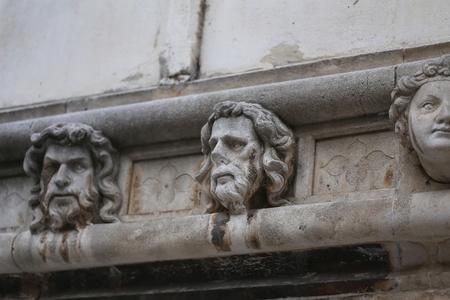 Sibenik Kathedrale / Berühmte Gesichter auf der Seite Protal der Kathedrale von Sibenik Standard-Bild - 86863149