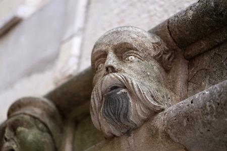 Sibenik Kathedrale / Berühmte Gesichter auf der Seite Protal der Kathedrale von Sibenik Standard-Bild - 86863151