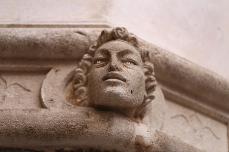 Sibenik Kathedrale  Berühmte Gesichter auf der Seite Protal der Kathedrale von Sibenik