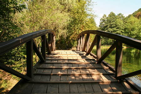 Beautiful Wooden Footbridge Фото со стока - 114969094