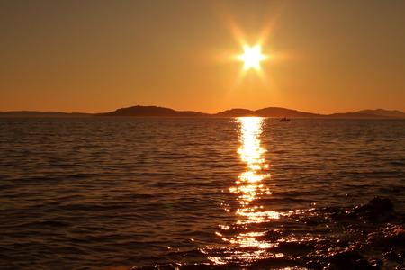 Sommerlandschaft / Sonnenuntergang auf der Adria Standard-Bild - 92980249