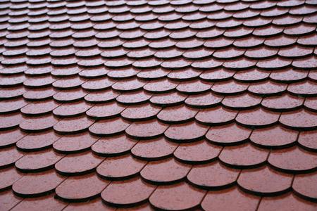 Dachziegel auf dem Dach Hintergrund der Mauer Textur Standard-Bild - 92783374