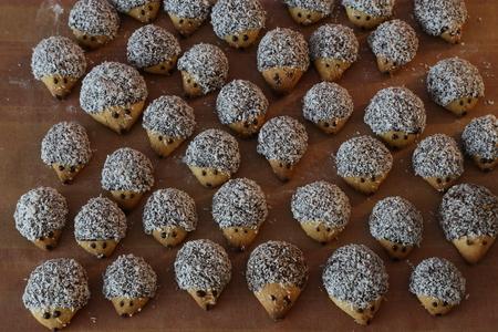 Bake cookies for Christmas / Beautiful Christmas and New Years scene Standard-Bild - 111689462