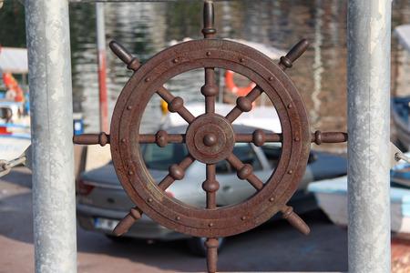 Metal figure of the steering wheel ship Standard-Bild - 115687223
