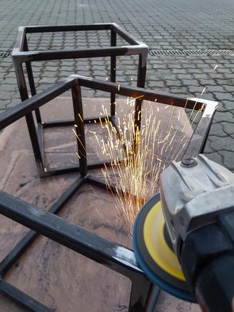 angle grinder sparks. Worker works with flex. Standard-Bild - 111689634
