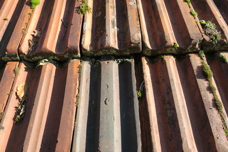 Roof covered with red tiles Standard-Bild - 115687106