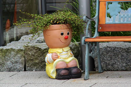 Beautiful flower pot Standard-Bild - 115687046