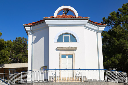 A small church in a Croatian village Standard-Bild - 101795683