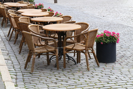 Cozy street restaurant. Tables and chairs in the streets Standard-Bild - 114621512