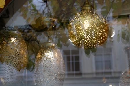 Decorative lighting fixtures in the shop window Standard-Bild - 114623186