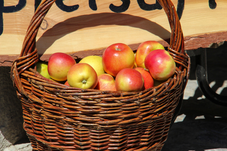 Organic red apples in a basket on the table Standard-Bild - 114623190