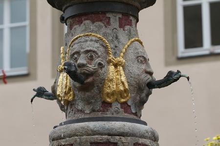 Urban well in Rothenburg ob der Tauber, Germany Standard-Bild - 116009649
