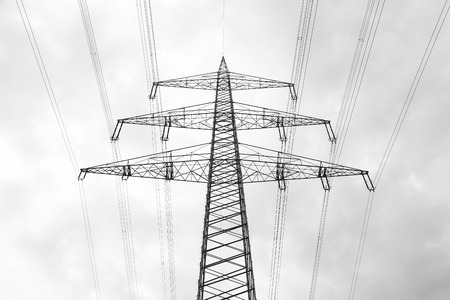Electric high-voltage masts