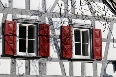 Tudor style house. Facades of houses in the old style. Banque d'images