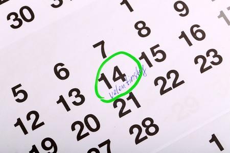 Sul calendario segnato il giorno di San Valentino.